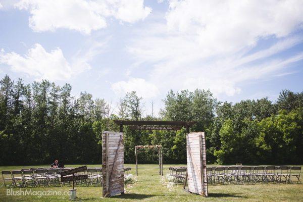 Megan Amp Scott S Country Lodge Wedding Blush Magazine
